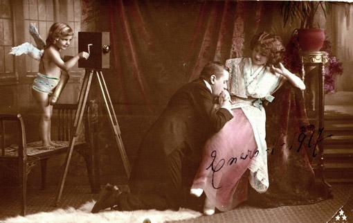 Cupido con cámara. Postal fotográfica, ca. 1917. Colección Andrea Cuarterolo